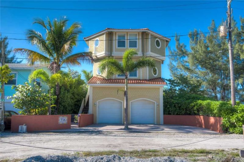 Front view of beachfront vacation rental