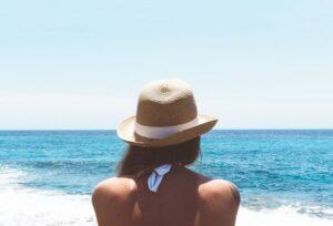woman-wearing-hat